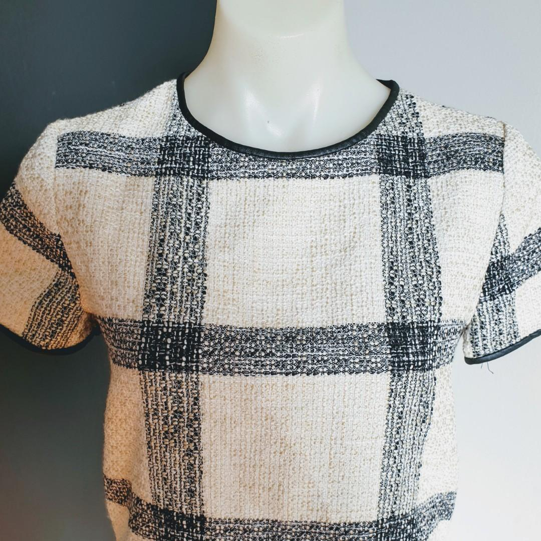 Women's size S 'ZARA BASICS' Gorgeous beige and black tweed blouse top- AS NEW