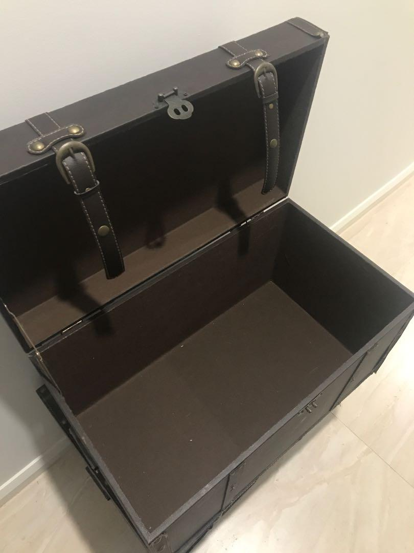 X2 luggage chests