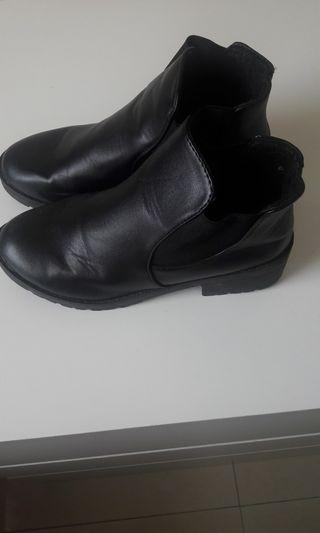 BOOTS LEATHER ANKLE BLACK