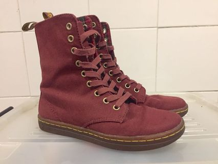 c7052ddf22c dr martens | Books | Carousell Philippines
