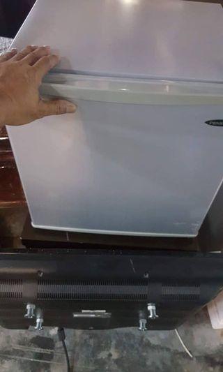 Peti ais kecil
