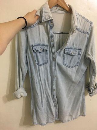 淺色丹寧襯衫
