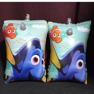 (Free normal postage) Disney Pixar Finding Dory Inflatable Swimming Arm Band Float