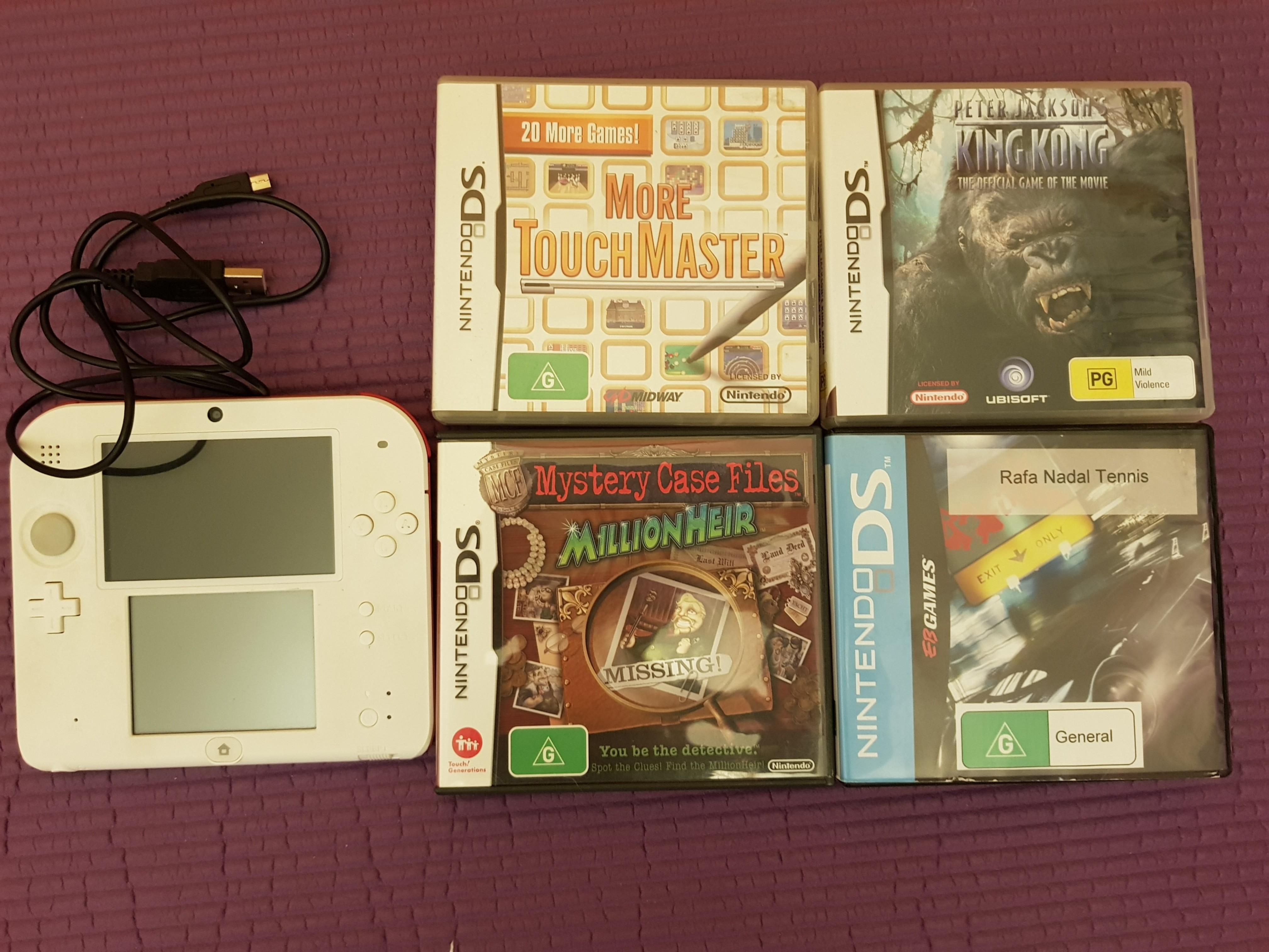 Nintendo 2DS + 4 games