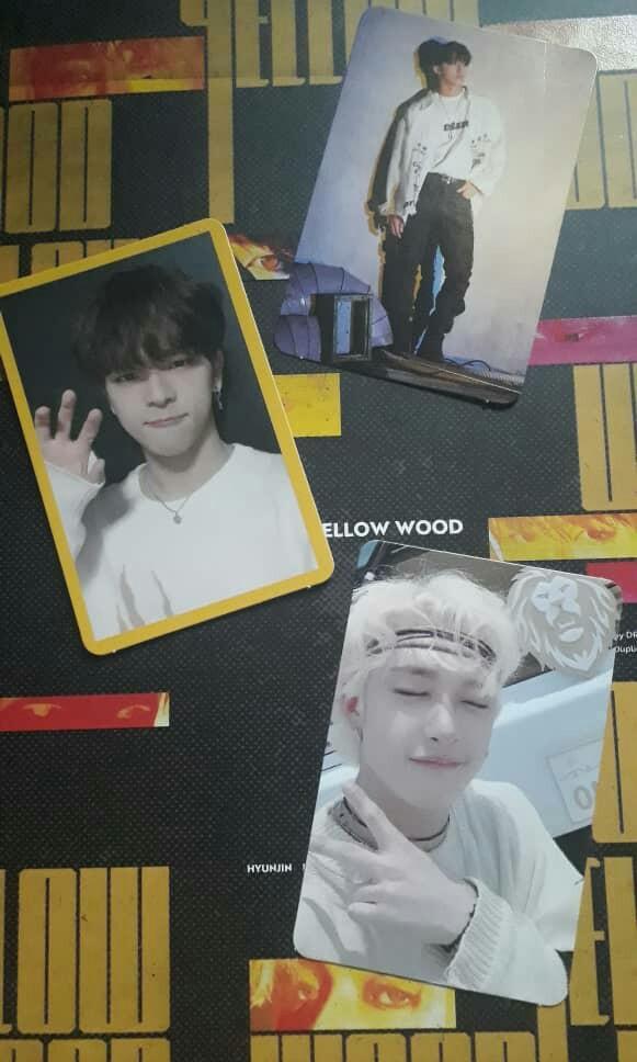 STRAY KIDS yellow wood album content (separate price)