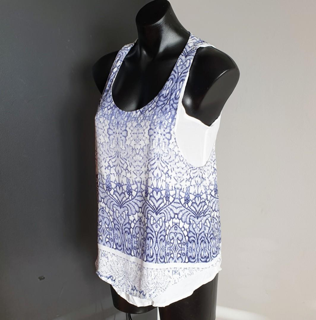 Women's size 8 'WITCHERY' Gorgeous blue gradient arabesque print top - AS NEW