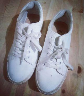 Sneaker putih hnm