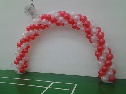 arch balloon with red and white theme
