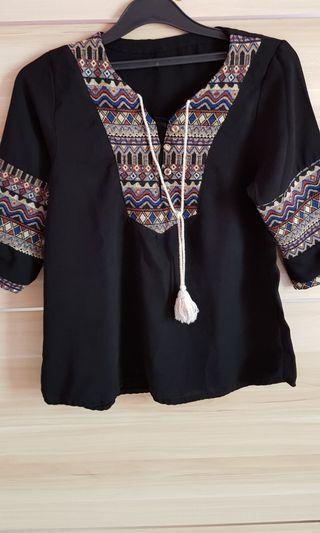 Blouse hitam batik