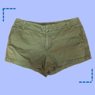 百搭夏天軍綠中腰短褲卡其材質