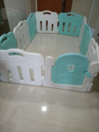 Baby play yard fence (Tiffany green and white color)