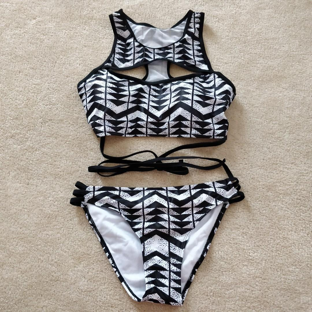 Cutout strappy 2 piece swimsuit set