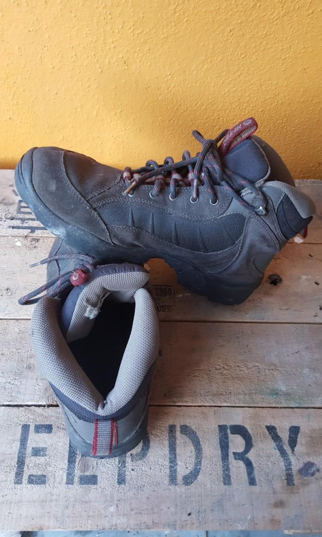 df41e7bf7cf HI-TEC boot, Men's Fashion, Men's Footwear, Boots on Carousell