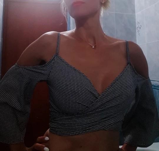 Top Shirt Summer New Fashion Women Clothing Off Shoulder