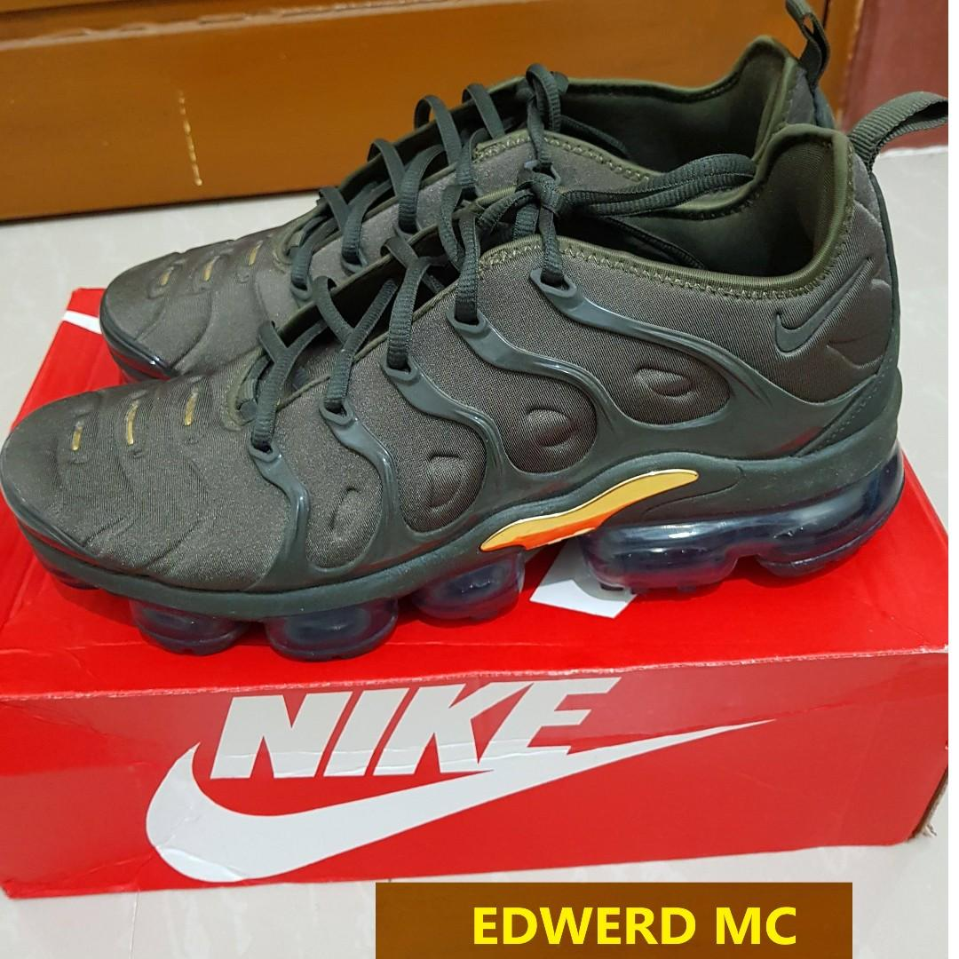 buy popular 89861 d86b6 VAPORMAX PLUS 10.5 RUSH with FREE SANDALS on Carousell