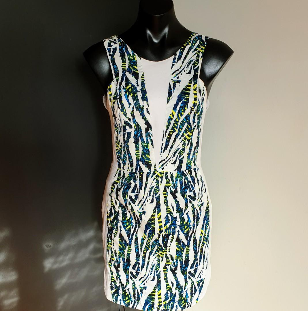 Women's size 6 'AKIN BY GINGER & SMART' Stunning white tropical print bodycon dress - AS  NEW