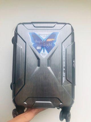 《eminent萬國通路》20吋剛強髮絲紋行李箱