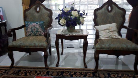 Set kerusi dan meja ukir klasik