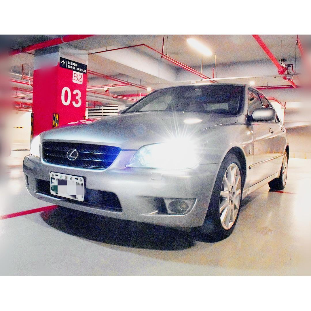 🎯專注完美近乎苛求🎯2003年 IS200運動房車🎯 🎯雨天中的車尾燈帥到掉渣🎯