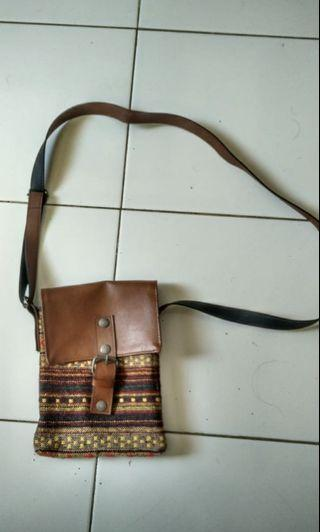Mini sling bag navajo mix kulit