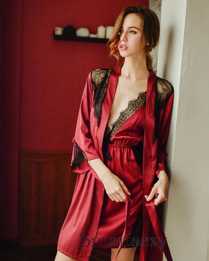 黑紅仿真絲交叉帶蕾絲邊開叉低胸情趣睡衣連內褲