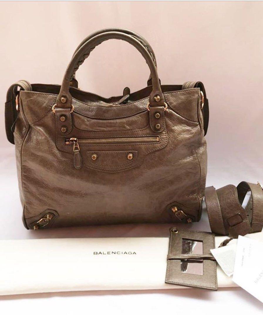 Balenciaga Classic twigi 2011, Good condition Comes with card , tag , year card , controlator , mirror , Strap & db Like New