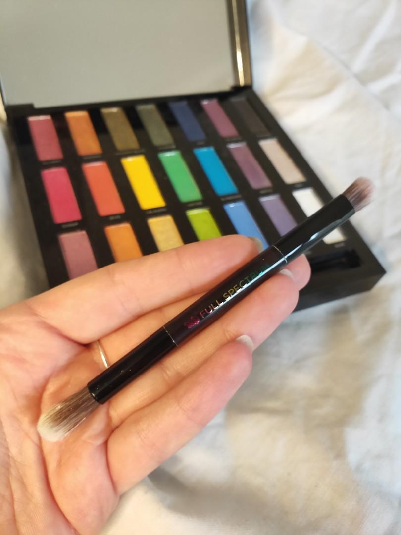 Barely used colourful Urban Decay eyeshadow palette! Great pigment and perfect for festival season!