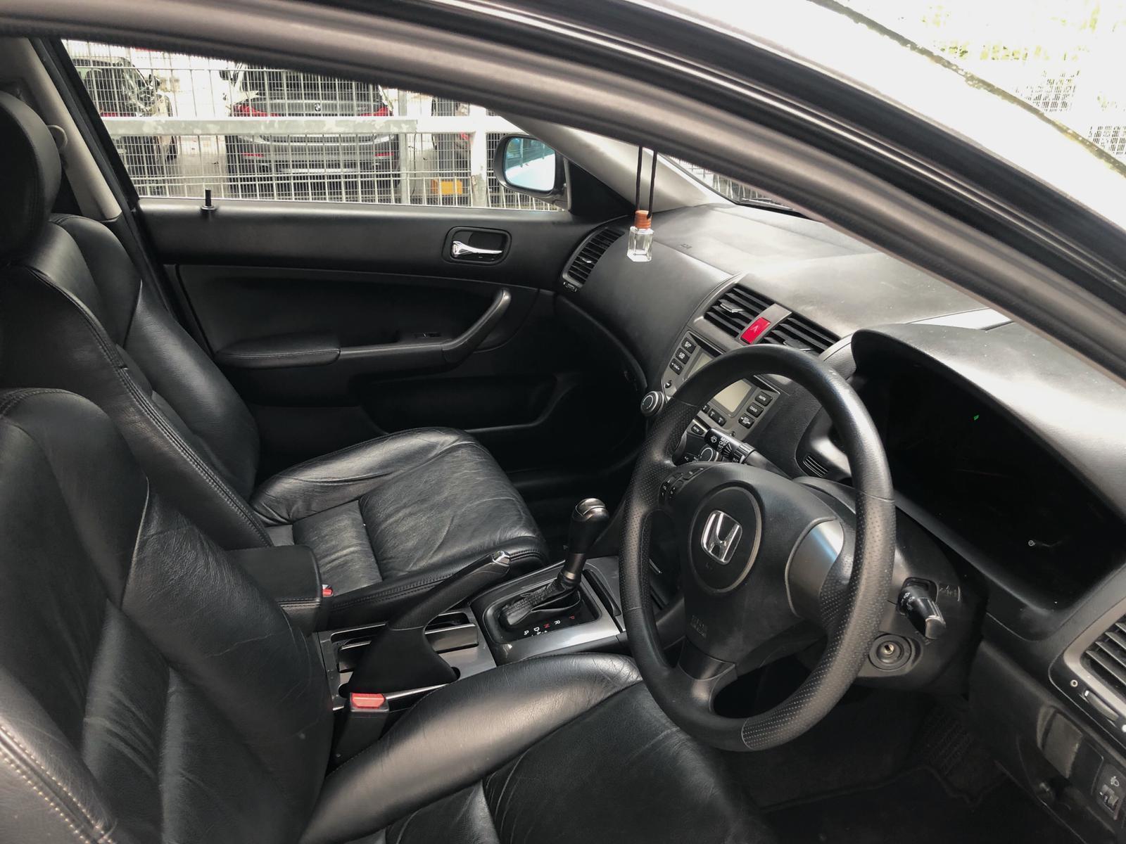 Honda Accord 1.8 Cheap car rent Grab GoJek or Personal use