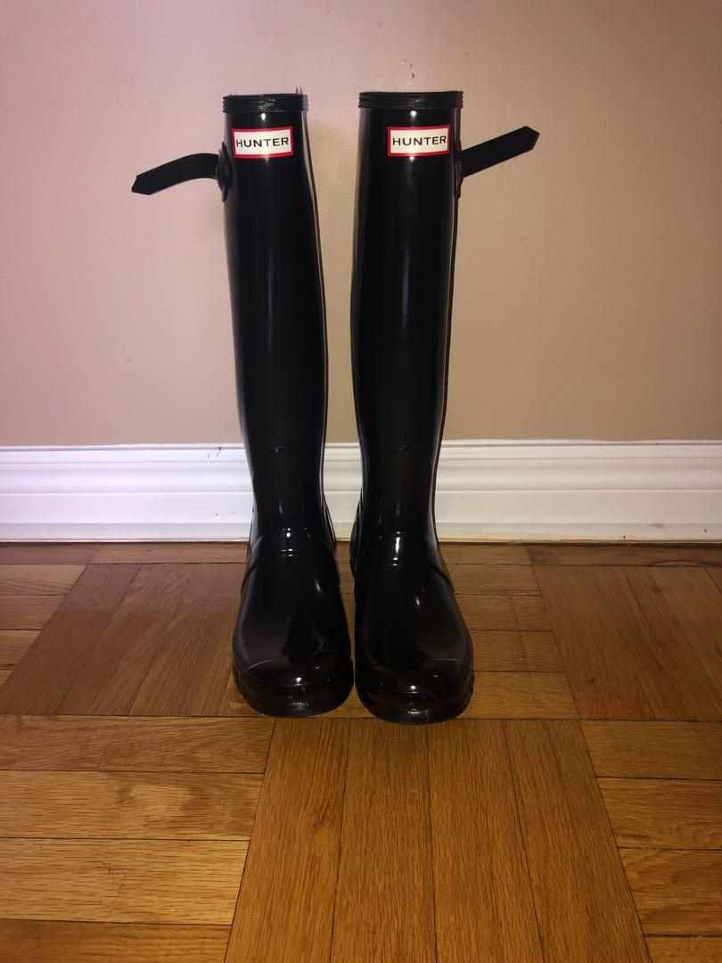 Hunter Boats (Women's Original Tour Gloss Rain Boots: Black)
