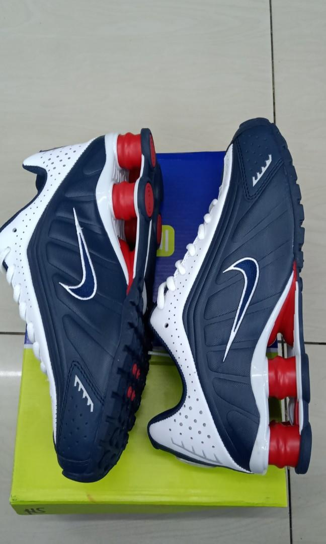 meccanismo Pittura Polare  Nike Shox R4 OG Team USA, Sports, Athletic & Sports Clothing on Carousell