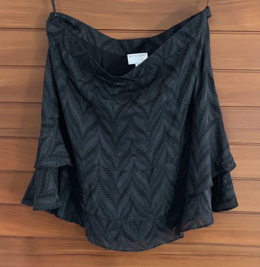 Witchery Black geometric textured skirt Size 14 Near New