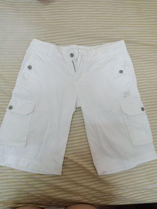 Nike 白色短褲 M 超新 超好看