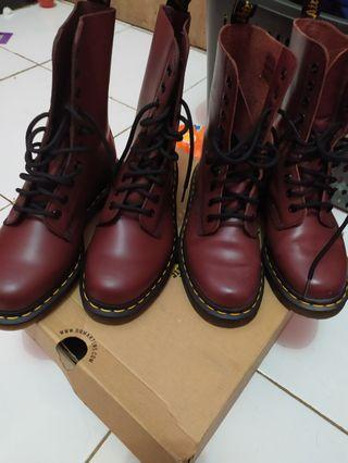 Dr. Martens made in thailand 1490
