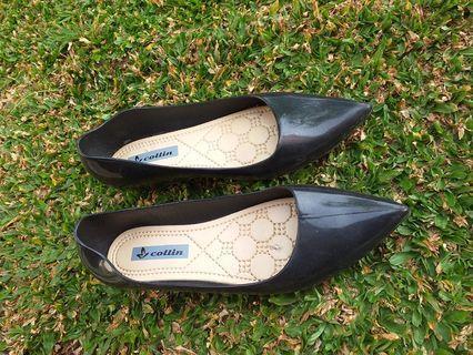 Sepatu jelly hitam 37/38