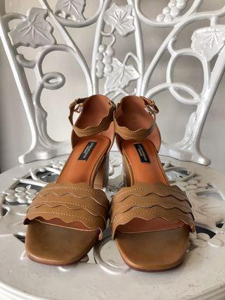 Brown Wavy Heels