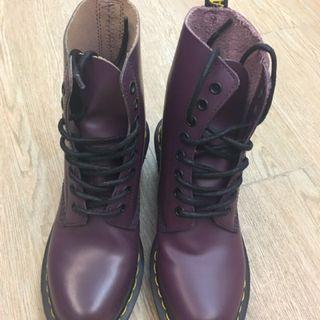 Authentic Dr. Martens Boots 幾乎全新