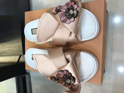 N21粉涼鞋