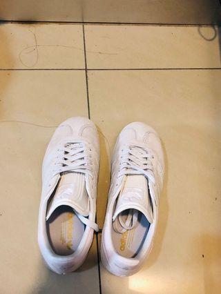 adidas 鞋子
