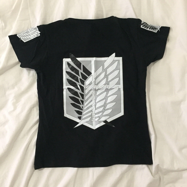 🌸Attack On Titan/Shingeki No Kyojin t-shirt with survey corps logo (black)