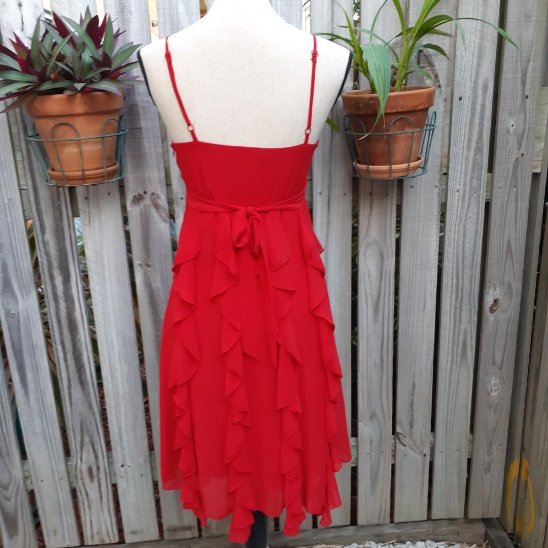 Frilly red party dress 💃