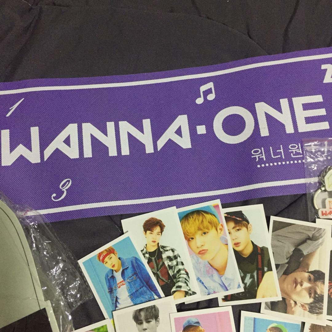 [Take ALL RM15 FREE POSTAGE] WANNA ONE MERCHANDISE Wanna One set Kpop set Wanna One handfan slogan wanna one banner lomo card
