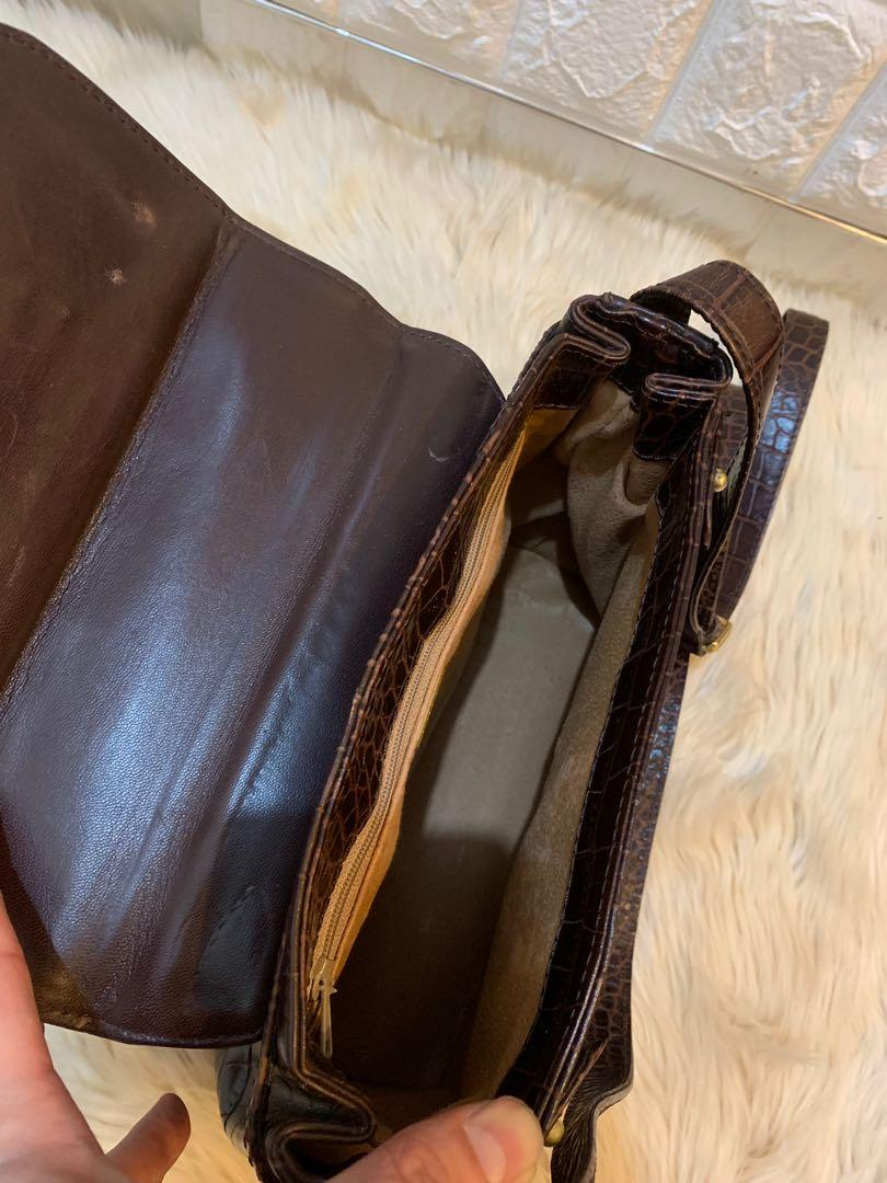 Tas Bally slempang authentic mulus cantik 25 cm x 20 x 12 cm croco leather