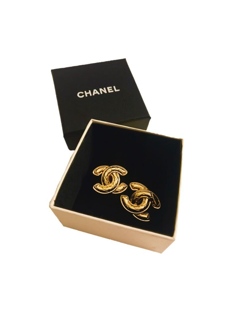 Vintage Chanel quilted gold tone cc clip on earrings