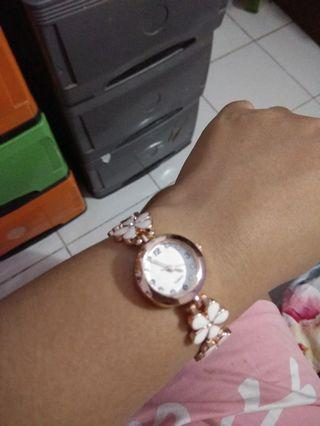 Jam tangan keramik wanita