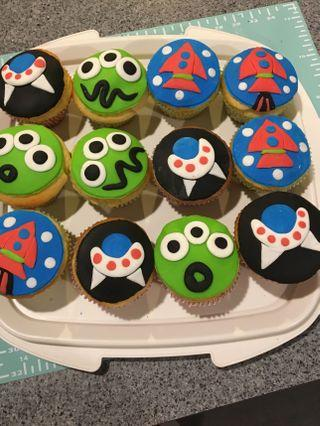 ALIEN and SPACE CUPCAKES