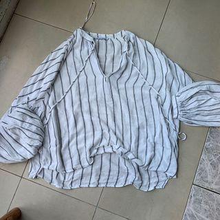 Stradivarius 涼透白條紋罩衫上衣 s