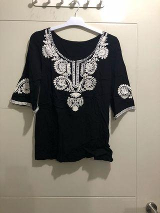 Black Top Motif hitam putih