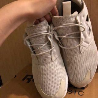 Reebok 白鞋❤️🐶 24cm