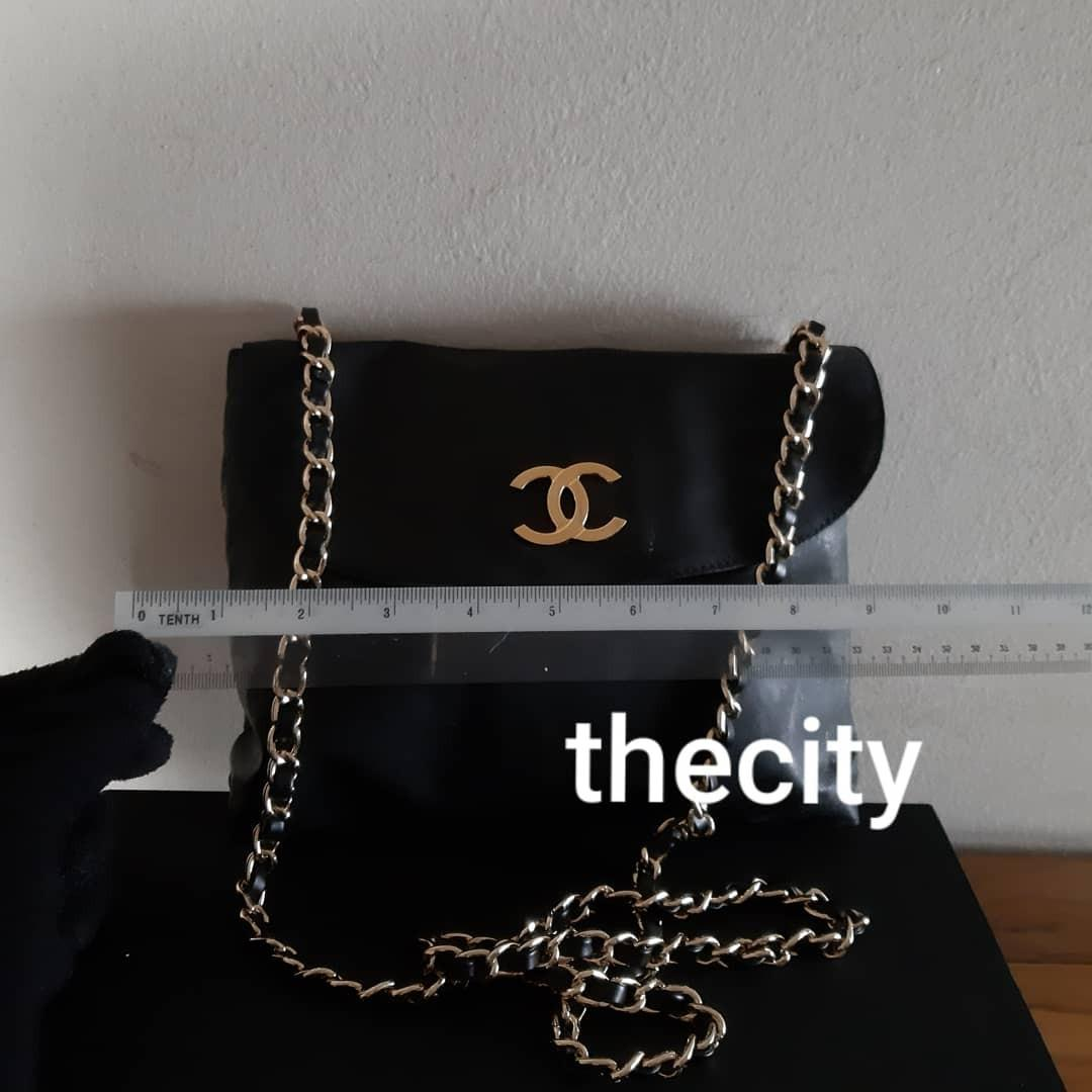 AUTHENTIC CHANEL LARGE PATENT LEATHER VANITY POUCH BAG - BLACK COLOUR - GOLD HARDWARE- COMES WITH EXTRA HOOKS & LONG CHAIN STRAP FOR CROSSBODY SLING - CLASSIC LARGE CC LOGO - CHANEL LARGE VANITY POUCH BAGS NOW RETAIL OVER RM 15,000+)
