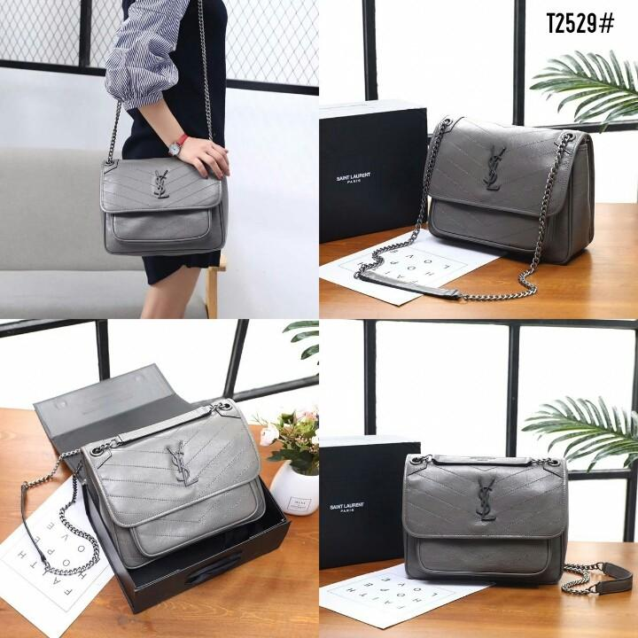Medium Niki Chain Bag T2529#22  H 900rb Bahan kulit (crinkled quilted leather) Dalaman kain satin kombi kulit Kwalitas High Premium AAA Tas uk 28x10x21cm Berat dengan box 2 kg  Warna : -Gray Include Box  Medium